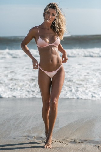 Девушки - pink-bikini.jpg